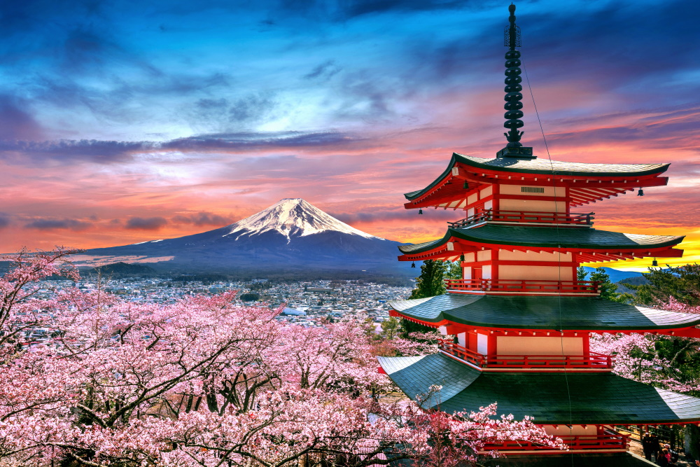Cherry-blossoms-in-spring-Chureito-pagoda-and-Fuji-mountain-at-sunset-in-Japan
