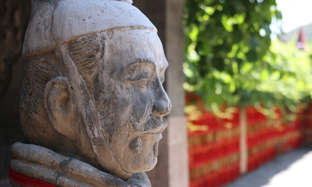 Chinese-dress-warrior-Great-Wall