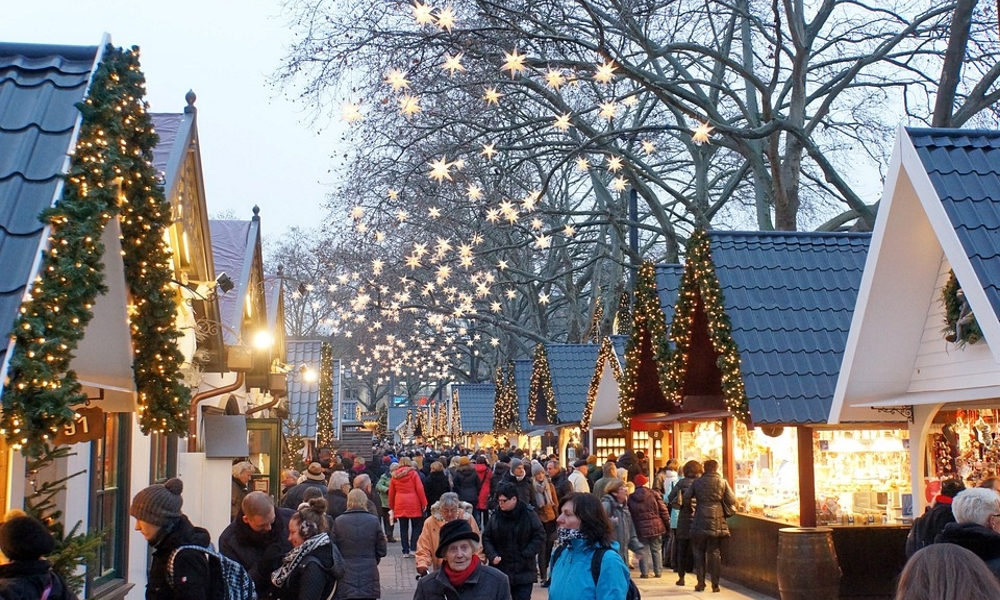Christmas-Market-lights-star