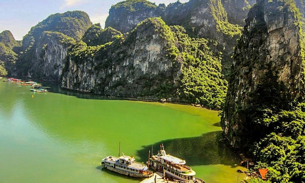 Halong-Bay-Vietnam-water-mountains-ships-boats