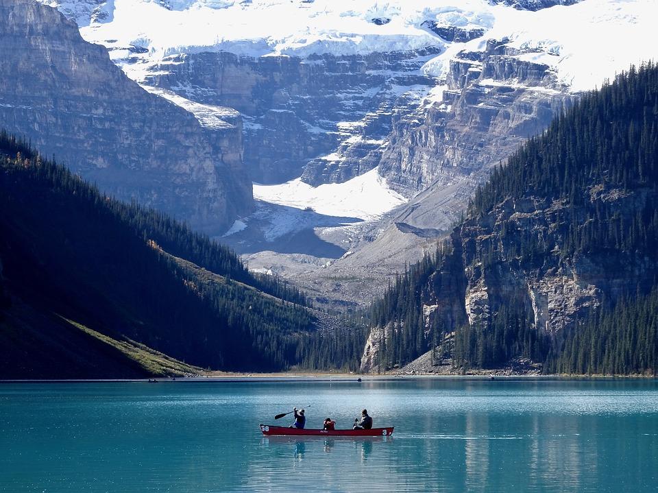 Lake-Louise-canoe