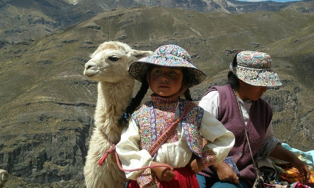 Peru-Andes-llama-People