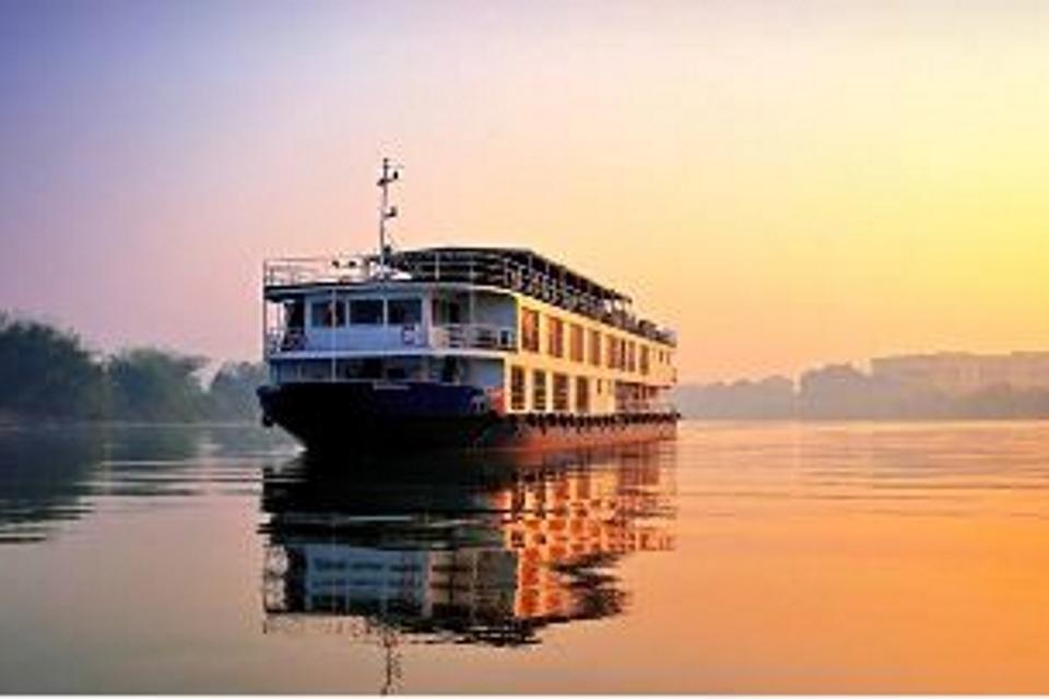 RV-Rajmahal-boat-India