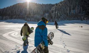 Snowboarders-ski