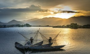 Vietnam-fisherman-boat-meking-delta