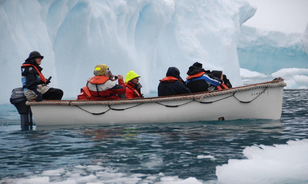 antarctic-adventure-ice-expedition-iceberg-glacier