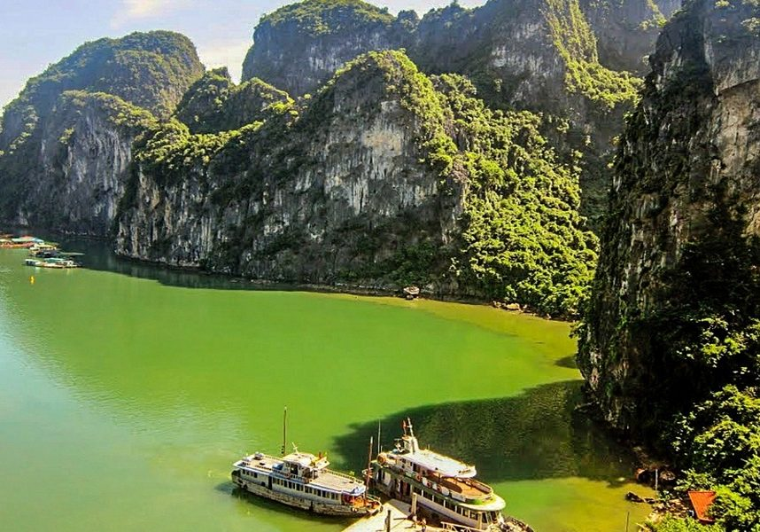 Halong-Bay-Vietnam-water-mountains-ships-boats