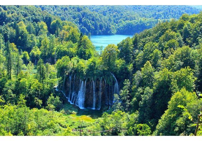 Plitvice-Lake-National-Park-Croatia-waterfall