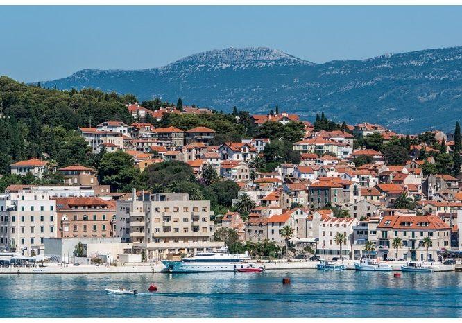 Split-Croatia-Architecture-Mountains-Landscape