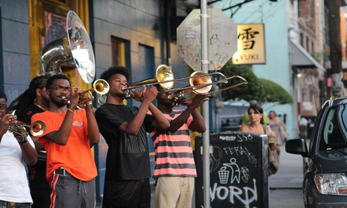 new-orleans-nola-streetscape-jazz