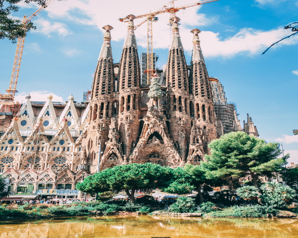 sagrada-familia-cathedral-church-barcelona-spain