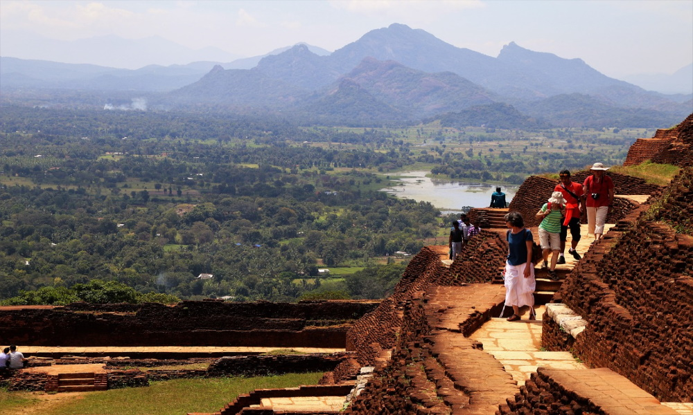 sigiriya-sri-lanka-mountain-travel-nature