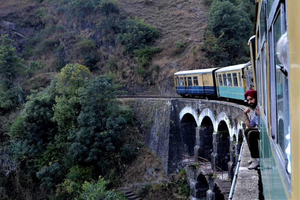 toy-train-viaduct-shimla-india